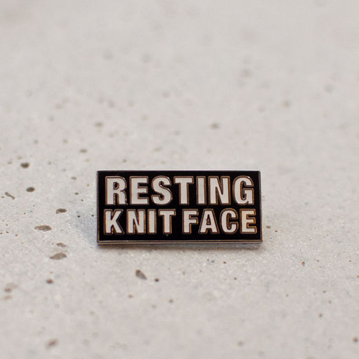 resting knitface pinssi